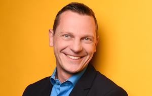 """""""Jetzt Chancen nutzen und neu denken!"""" Eike Brakmann ist 37 Jahre alt, Dipl.-Ing. Produktionstechnik, verheiratet, hat 2 Kinder und wohnt in Immer. Zu seinen Hobbys gehören Motorrad fahren, Fitness, Philosophie und Politik."""